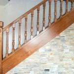 Escalera madera de castaño con tinte color nogal.