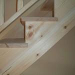 Escalera madera de pino norte.